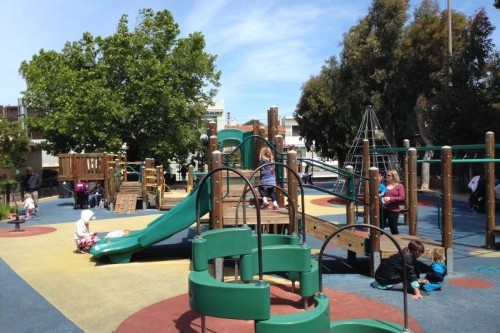 kids play at upper noe
